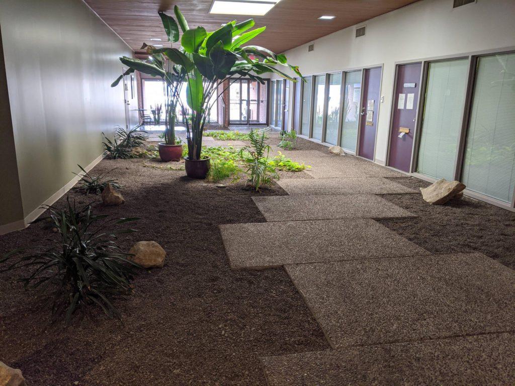 Каменная дорожка в здании