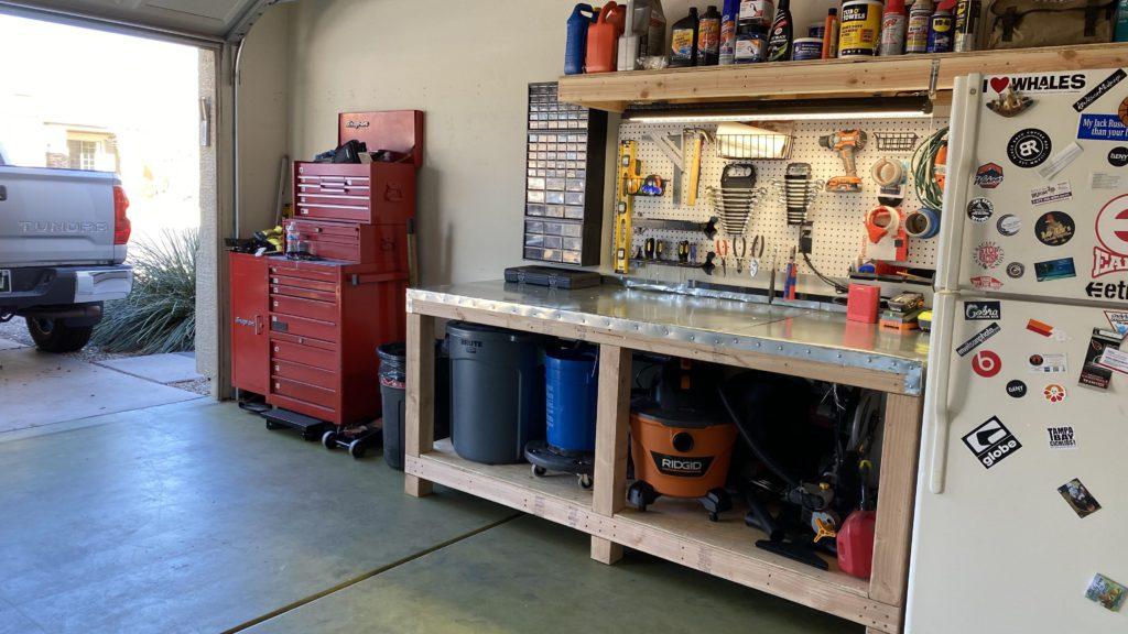 Мой первый верстак в гараже. Обустроил сам