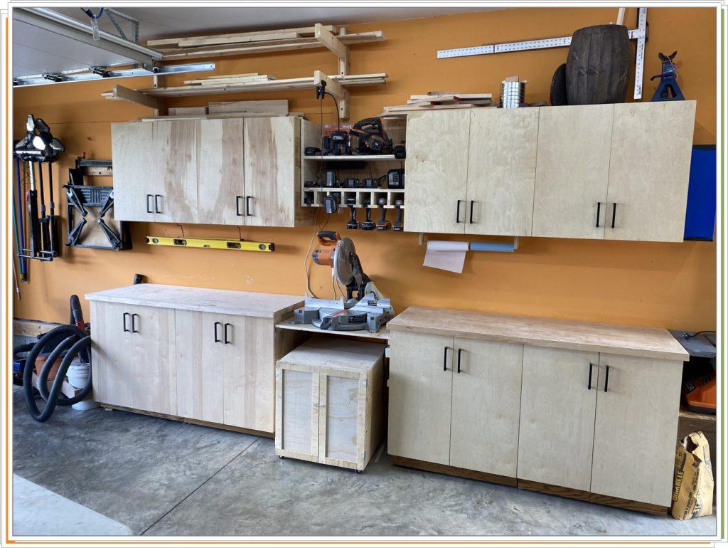 Шкафы из березовой фанеры в гараже